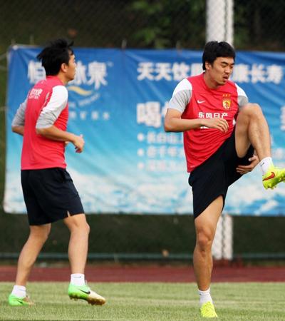 冯潇霆和赵旭日最开始是在毅腾接受足球培训