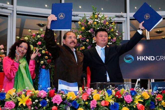 中国商人王靖与尼加拉瓜总统就建设运河签约