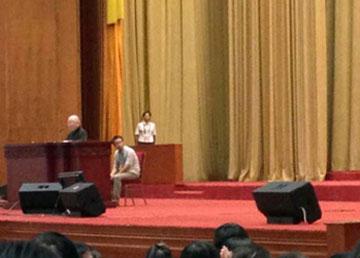 吴良镛院士在报告会场做演讲