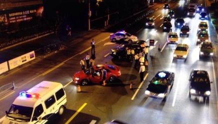 上海警方夜里临检是高频率的普遍事件