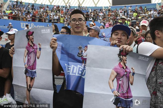 李娜现身武网赛场,球迷举海报眼含热泪