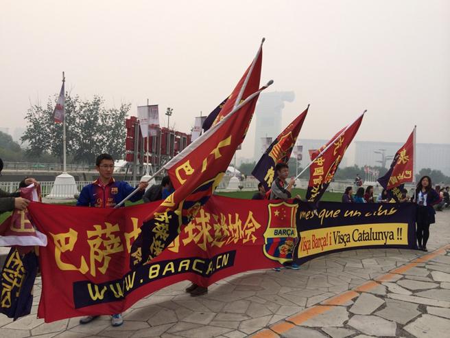 巴萨球迷协会组织球迷观赛(图:张楠)