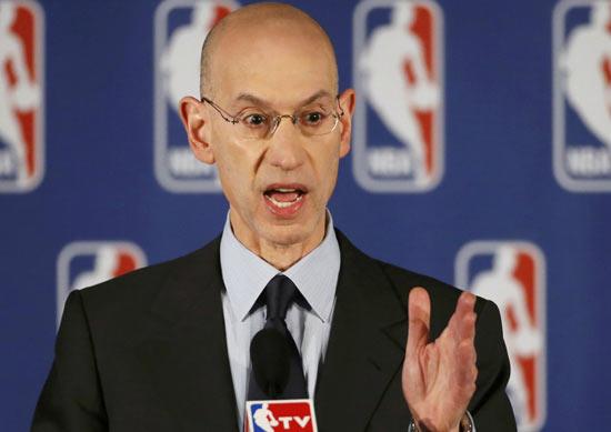 萧华承认篮球与足球相比稍逊一筹,立志追赶第一运动