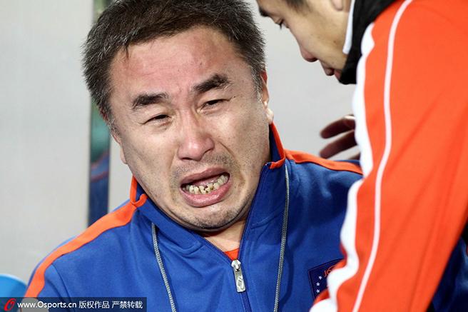 2013年中超最后一轮,中能0-1不敌国安降级,俱乐部董事长乔伟光痛苦不已