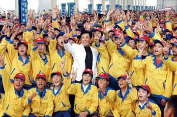 来到蓝翔这样职校的是许多追梦的进城务工青年