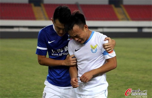 大连阿尔滨战平申鑫降级后,球员痛苦不已