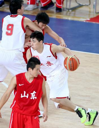 去年全运会期间,吴楠(持球者)代表江苏队出战