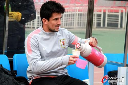 《体坛周报》报道鲁能球员训练只是喝喝咖啡,毫无战术,引发轰动