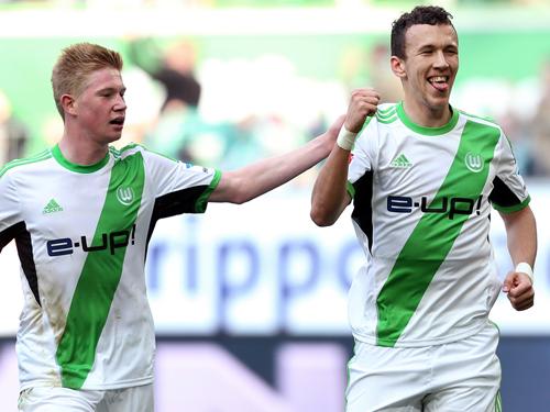 德布劳内(左)和佩里西奇将是张稀哲在狼堡的主要竞争球员