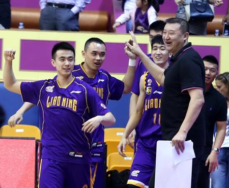 赵继伟(左一)、原帅(左二)等青年才俊还需在板凳席等待机会
