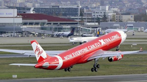一身鲜红的亚洲航空是一家靠低成本运作赚到盆盈钵满的廉价航空公司