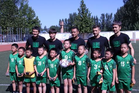 国安球员参加社会公益活动