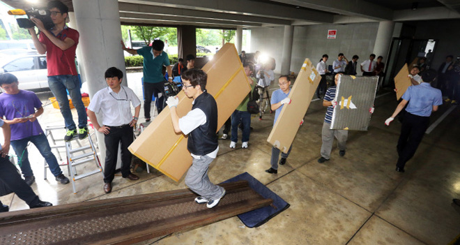 """韩国总统全斗焕的天价罚金被追缴了十多年,图为他被""""抄家"""""""