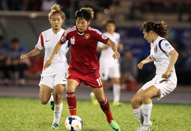 女足亚洲杯三四名决赛,中国女足队员李影突破