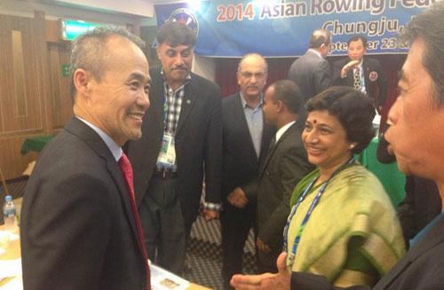 今年9月,亚洲赛艇联合会大会上,王石被选为亚赛联新一届主席