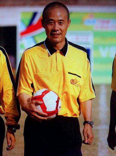王石担任足球裁判