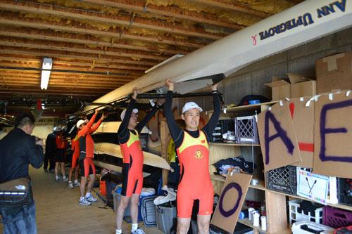 王石与同事参加2011年美国波士顿查尔斯河划艇赛