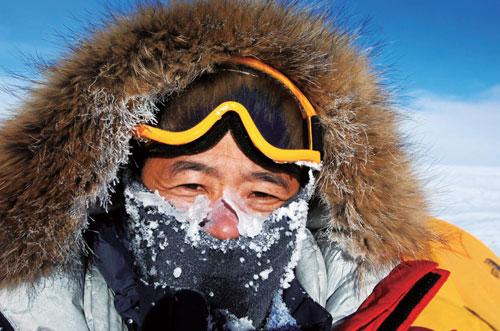 王石在52岁时成功登顶珠峰