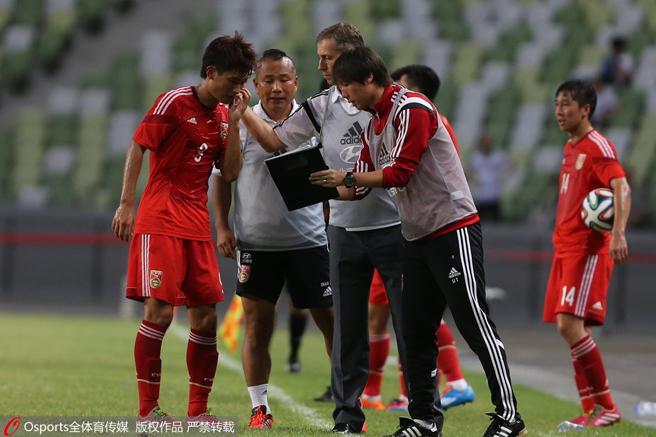 2014年6月,国足热身赛对阵马里,佩兰指导廖力生