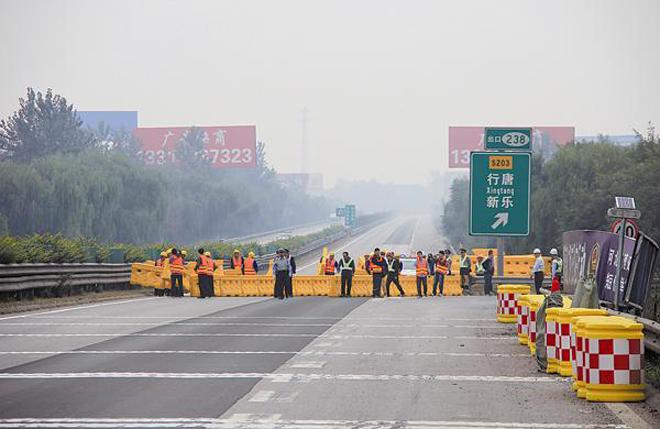 封闭断交施工的京石高速