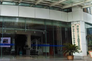 杭州环城北路292号,钱塘银行(筹)的牌子就挂在7楼