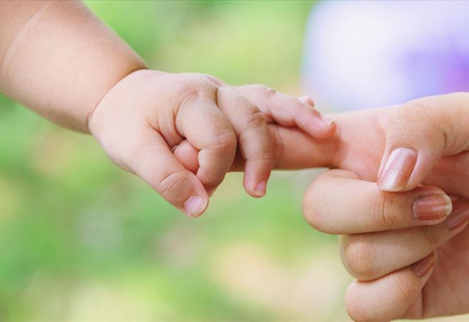 在代孕的伦理考量中,人们往往忽略孩子的利益