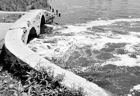 兰州石化的排污总干管超期服役,随时会泄漏、塌方