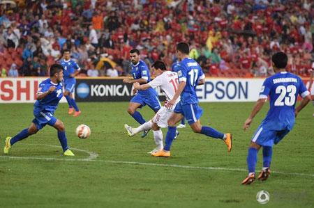 国足对阵乌兹别克,孙可第一脚射门就攻破对方大门