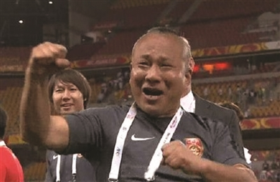 战胜乌兹别克斯坦后,赵旭东兴奋的来了一套组合拳