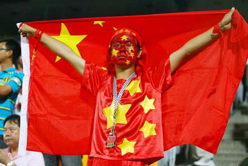 国足在亚洲杯上的表现让现场球迷很是骄傲