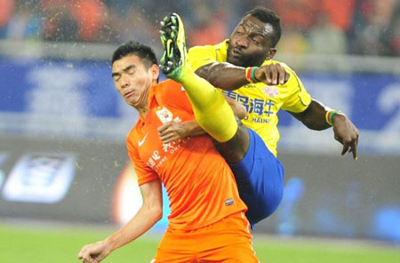 青岛海牛是上赛季足协杯四强,图为海牛与鲁能的足协杯半决赛