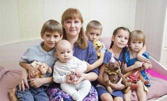 一位俄罗斯母亲和她的孩子们