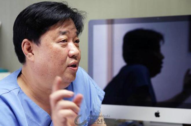 """韩国整形医生协会主席车尚勉揭秘了中介和医院如何""""狼狈勾搭"""""""