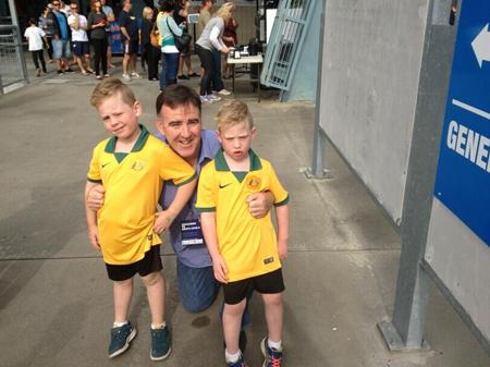洛瑞和两位儿子