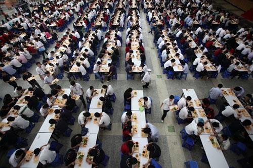 富士康深圳厂区食堂