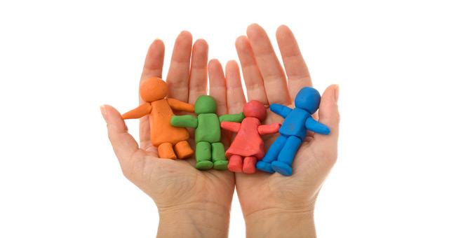 """""""寄养父母""""代替""""坏父母"""",对拯救事实孤儿意义重大"""