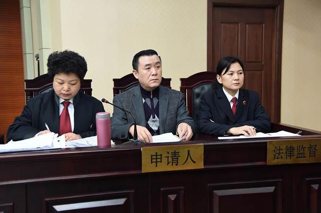 庭审现场,该案例是检察院建议民政局提起剥夺监护权诉讼的