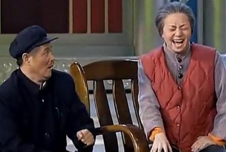 """小品《临时工》中,赵本山饰演的老赵就是一个典型的""""老年漂"""",刚一进城,左邻右舍都不认识,整天闷闷不乐"""