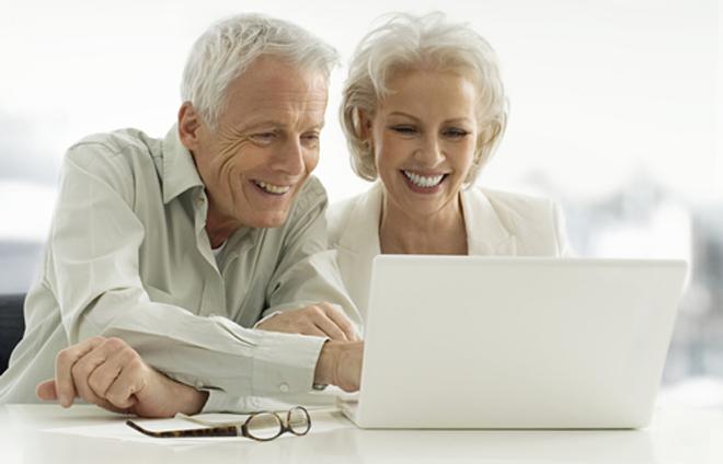老人们更倾向于相信陌生人是好人,即使这个人表情奸猾