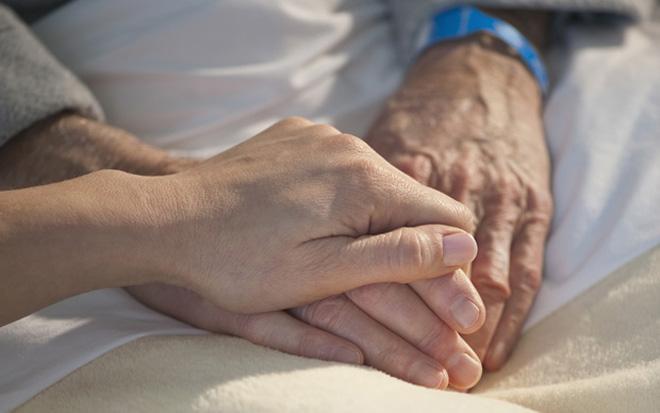 家人的情感支持对于老人至关重要