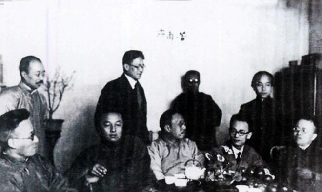 1920年,钱玄同(右一)参加苦雨斋聚会