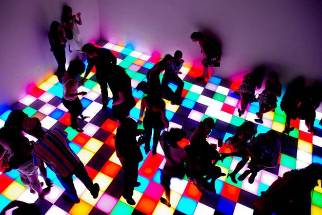 """""""娱乐性毒品""""的吸食往往伴随着聚众的行为,所以常见于年轻人派对"""