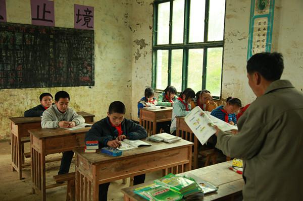 乡村教师整体年龄偏大、收入偏低、职业晋升受阻