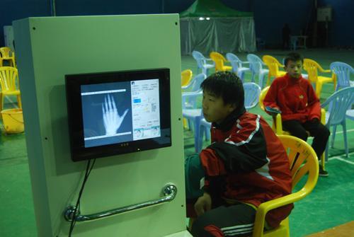 骨龄检测程序改进 拍摄地设在体育馆内
