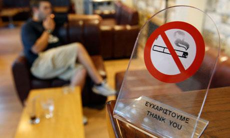 美国有研究称,在禁烟实行1年后,心脏病发作的病例减少了17%,3年后减少了36%