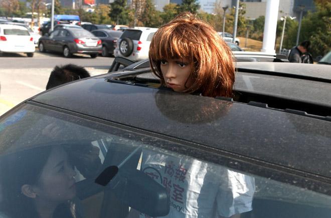 汽车的天窗也发生过不少事故,倘若有一个专门的消费品安全机构,会根据数据、知识等,对其安全提出更精准的要求