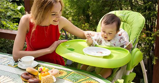让孩子从小在儿童餐椅上吃饭,有助于他们形成良好的行为习惯