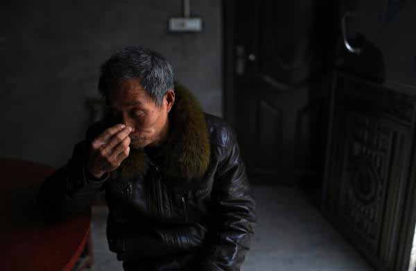 重庆开县团凤村,一位60岁的农民工(据澎湃新闻)