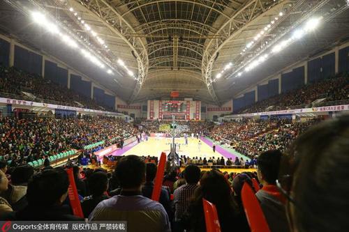 辽宁本溪体育馆可以容纳6000多名球迷