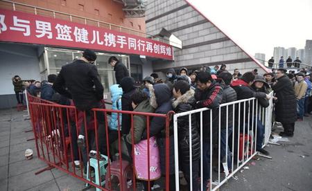 本溪主场上千人排队买票